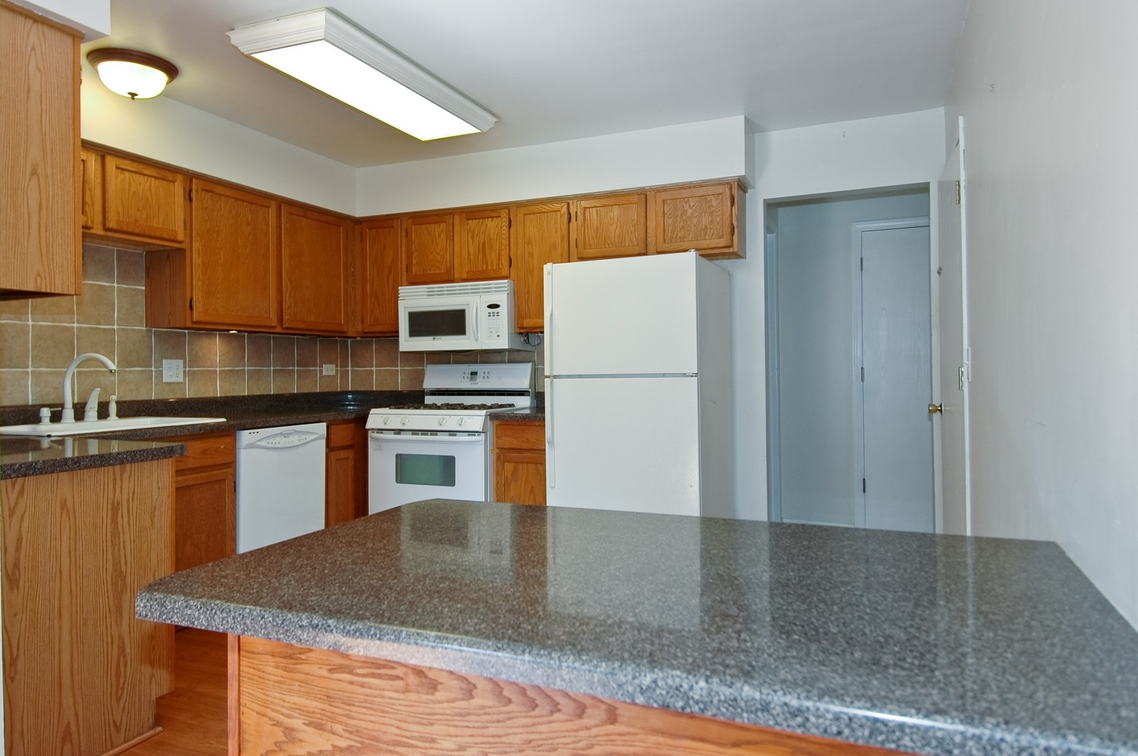 Real Estate Photography - 81 Kingsport, South Elgin, IL, 60177 - Kitchen