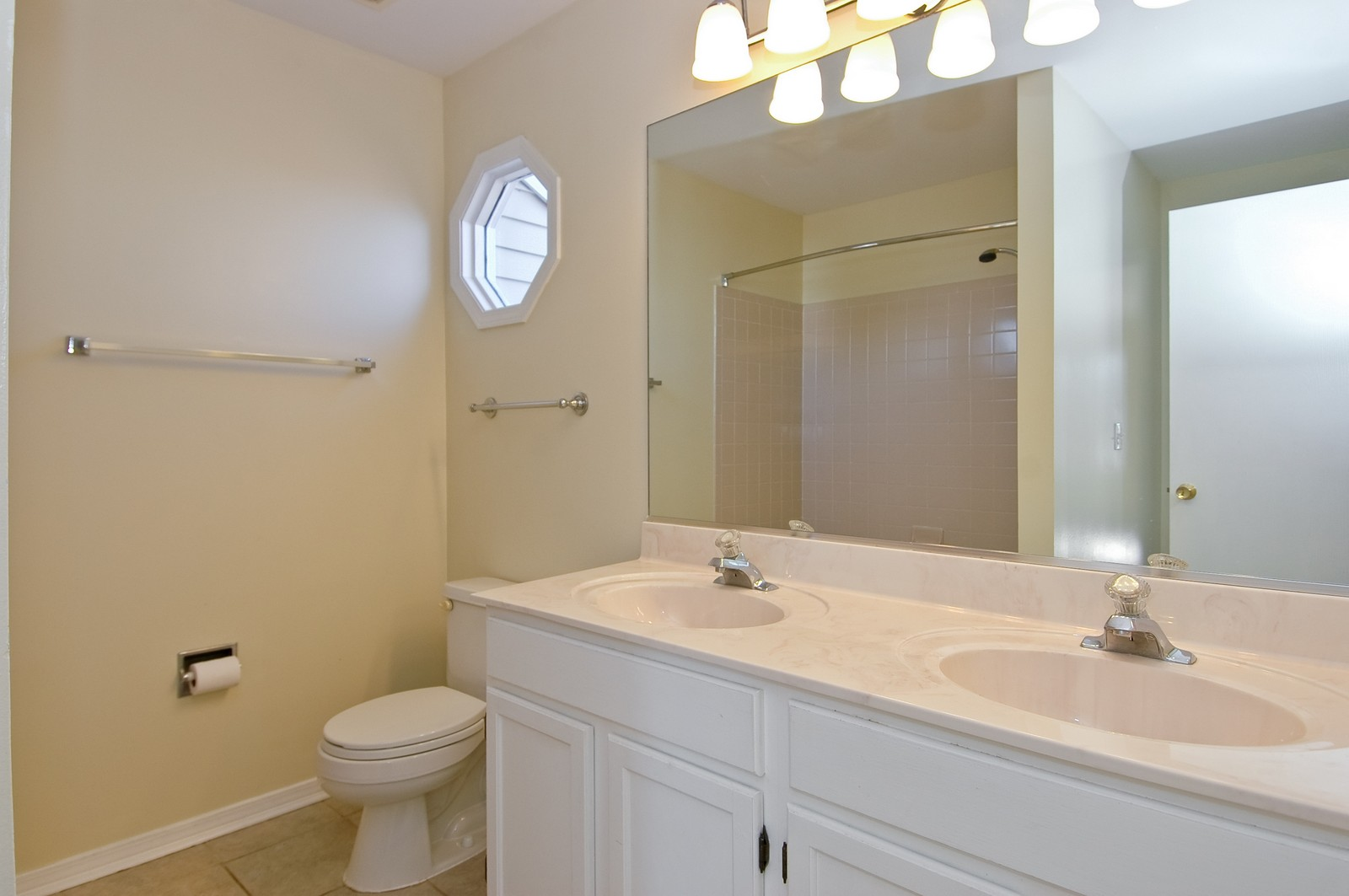 Real Estate Photography - 81 Kingsport, South Elgin, IL, 60177 - Bathroom