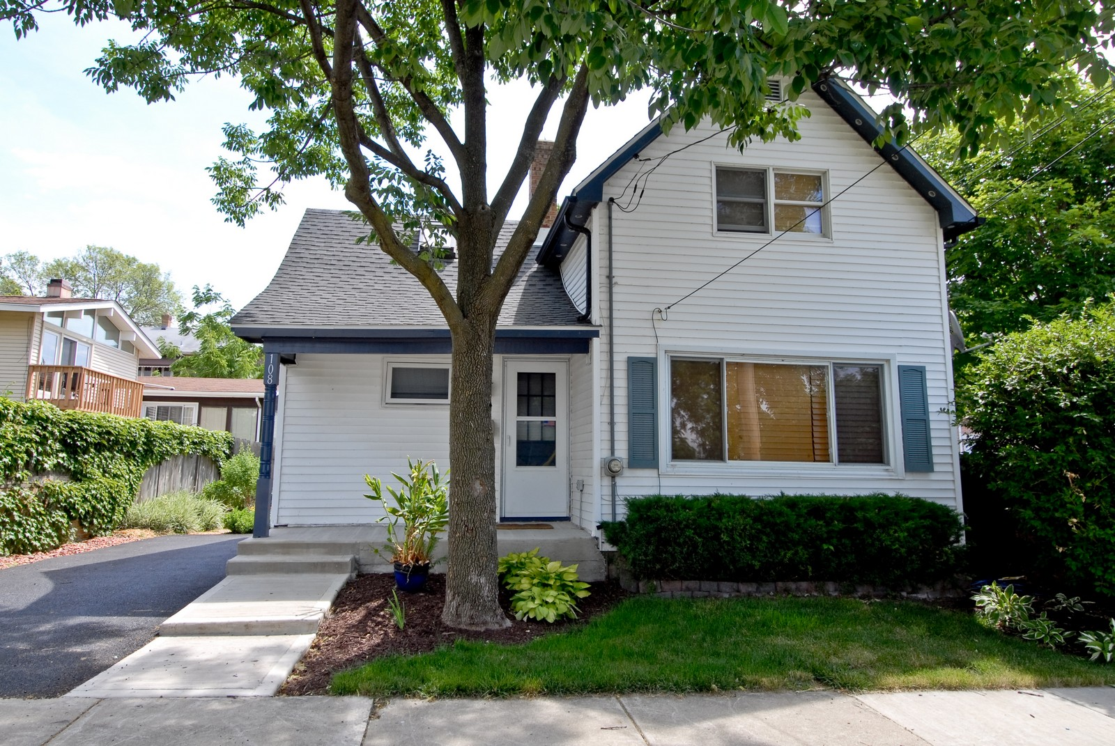 Real Estate Photography - 108 S 4th, Saint Charles, IL, 60174 - Front View