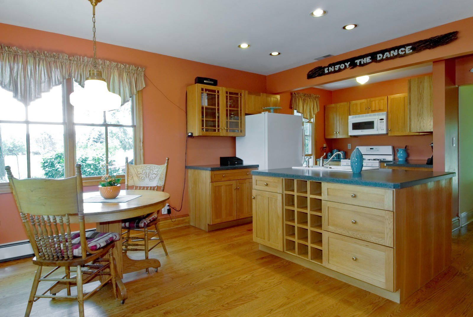 Real Estate Photography - 4N753 Route 31, Saint Charles, IL, 60175 - Kitchen