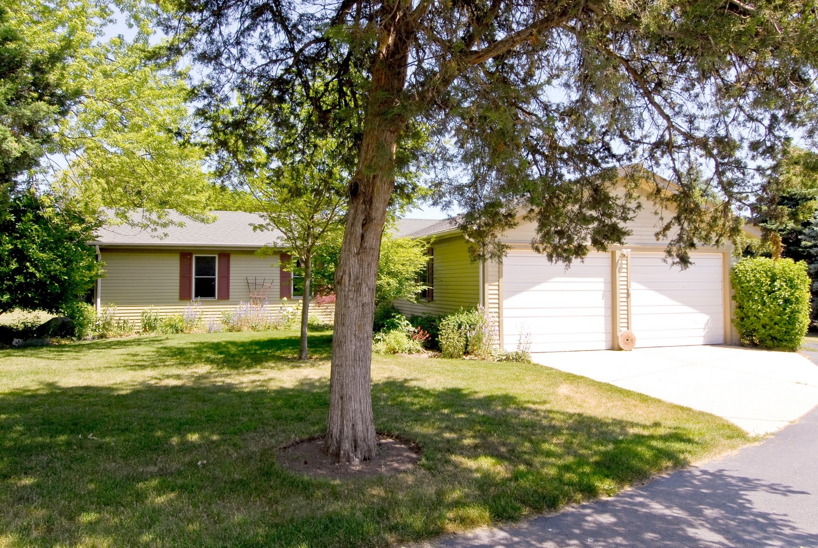 Real Estate Photography - 4N753 Route 31, Saint Charles, IL, 60175 - 7-Car Garage