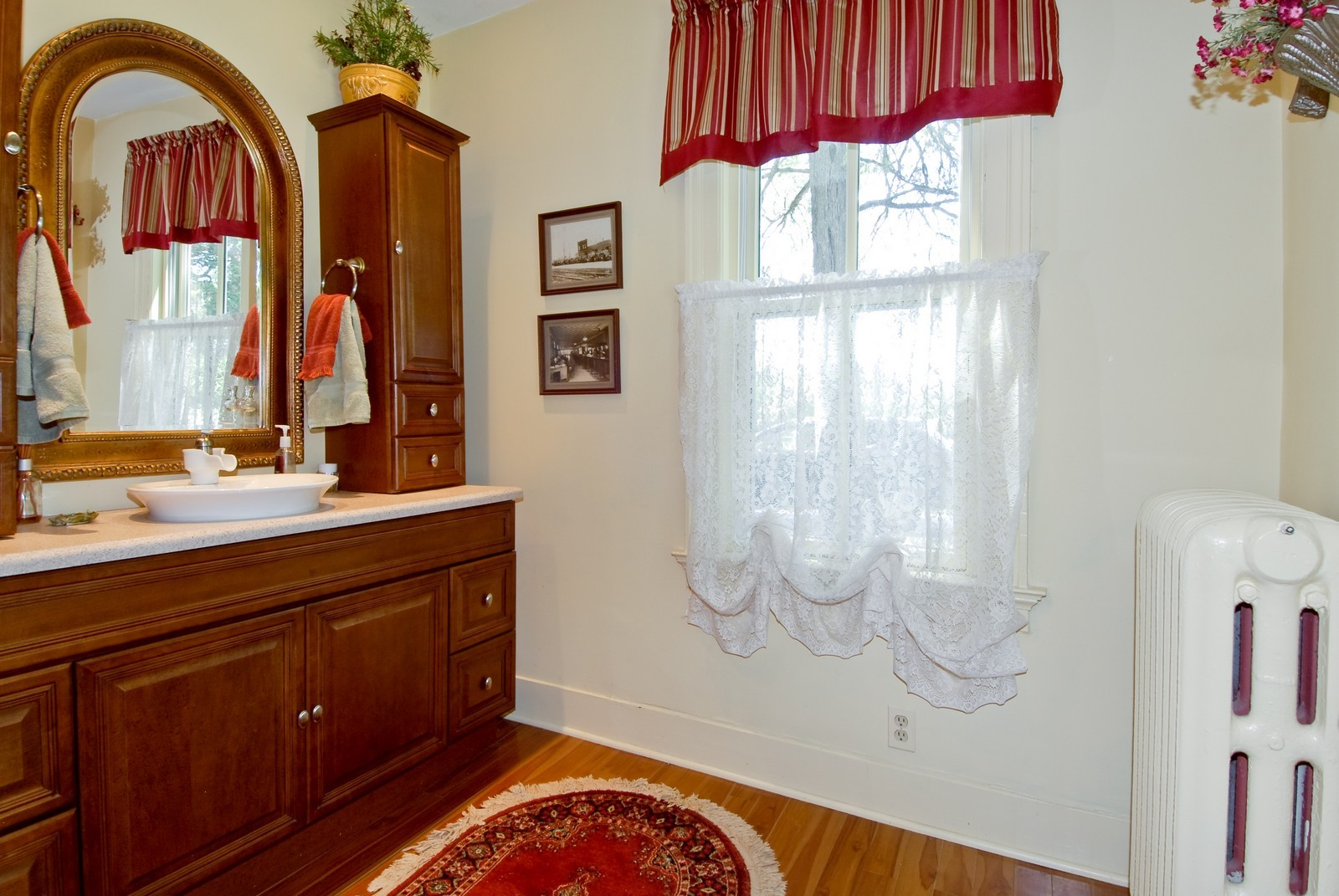 Real Estate Photography - 4N753 Route 31, Saint Charles, IL, 60175 - Bathroom