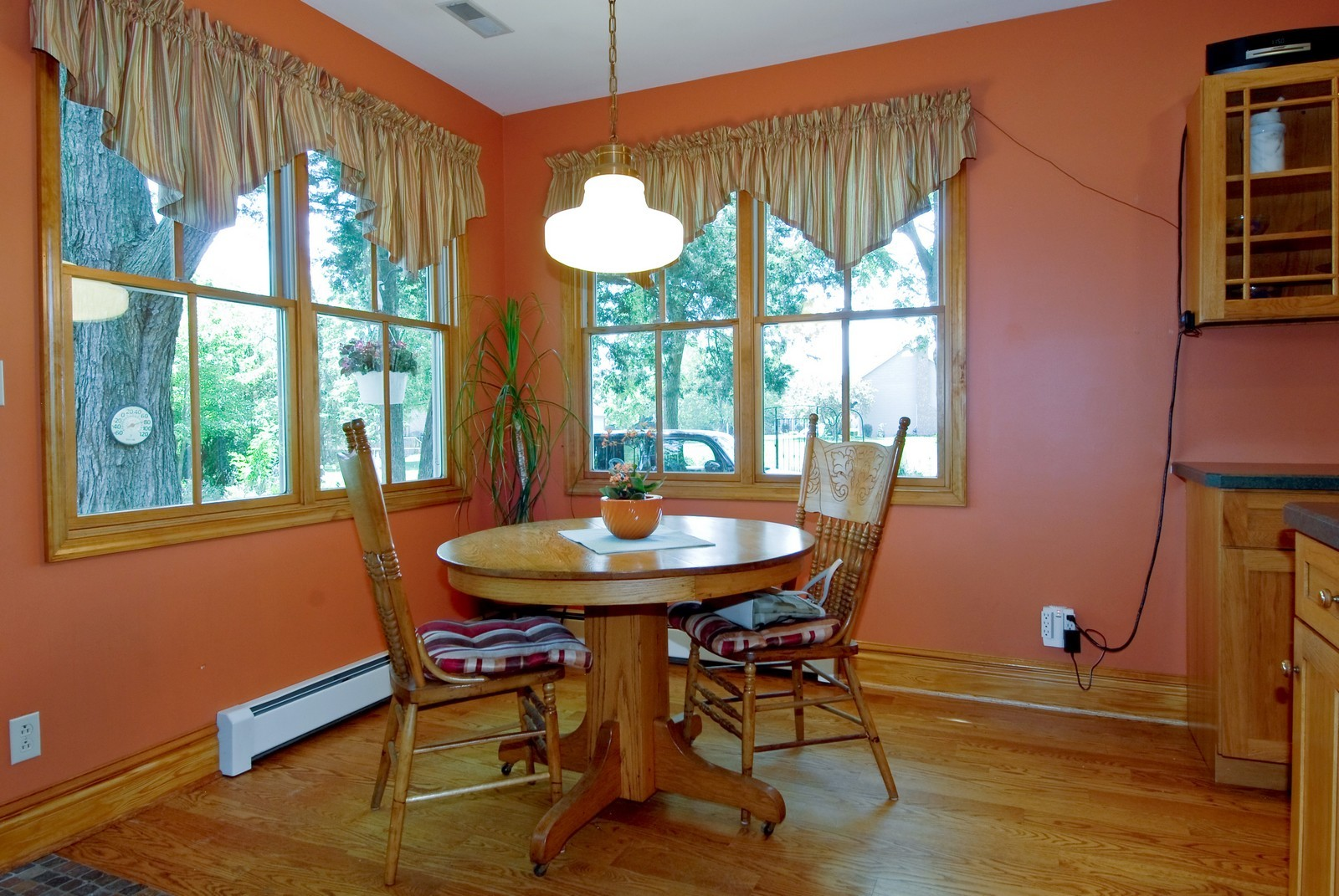 Real Estate Photography - 4N753 Route 31, Saint Charles, IL, 60175 - Breakfast Nook