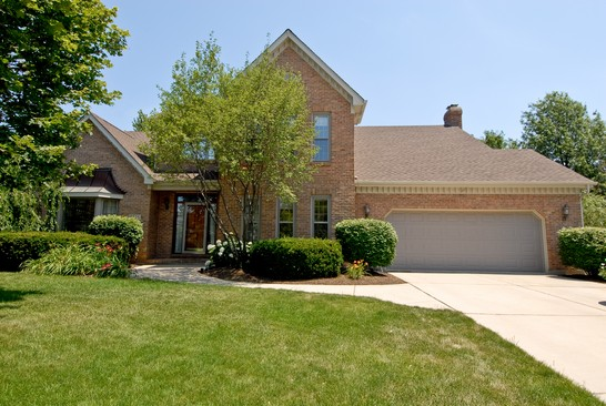 Front View photograph of 2114 Overstreet Naperville Illinois 60565