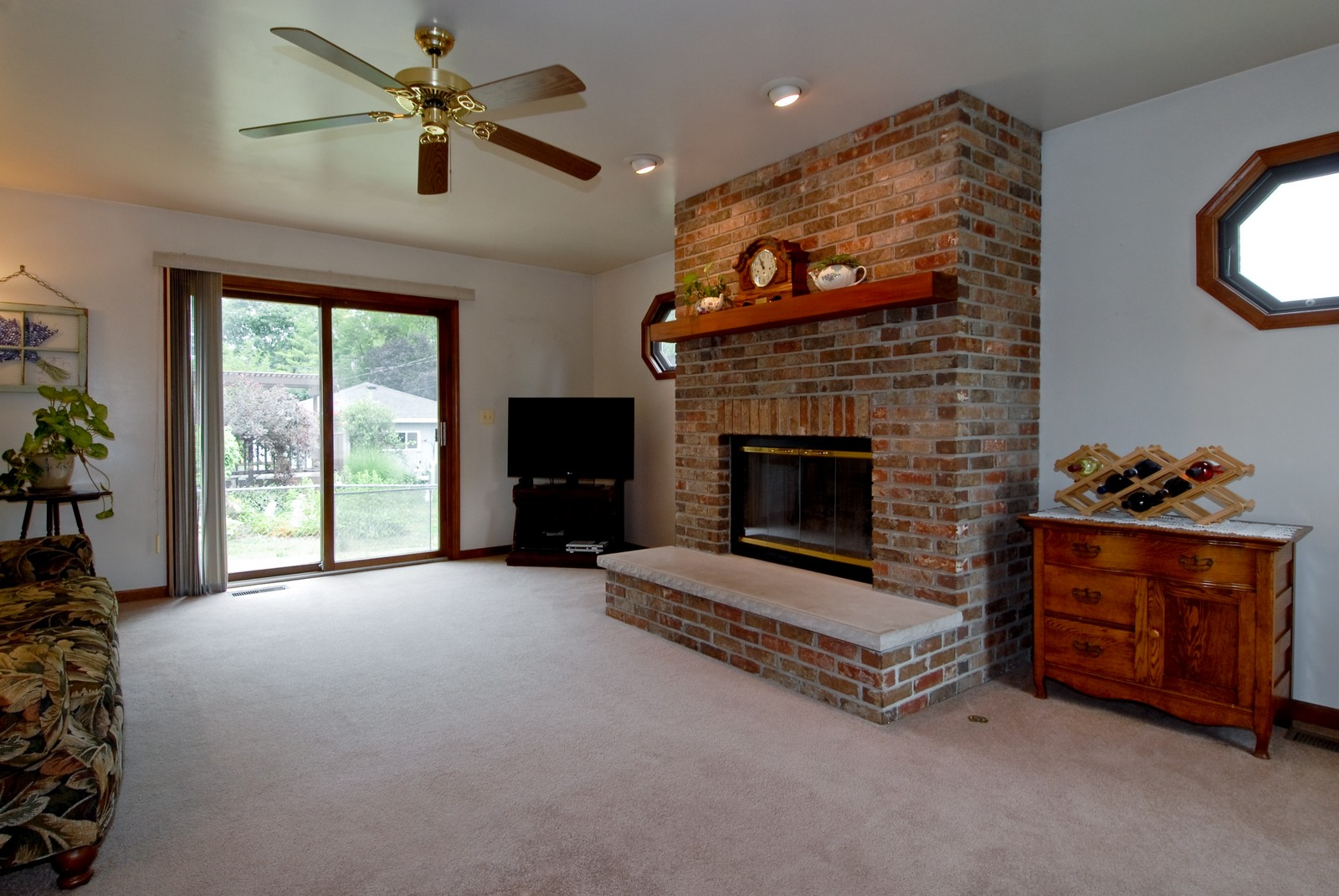 Real Estate Photography - 1625 Lucylle, St Charles, IL, 60174 - Family Room