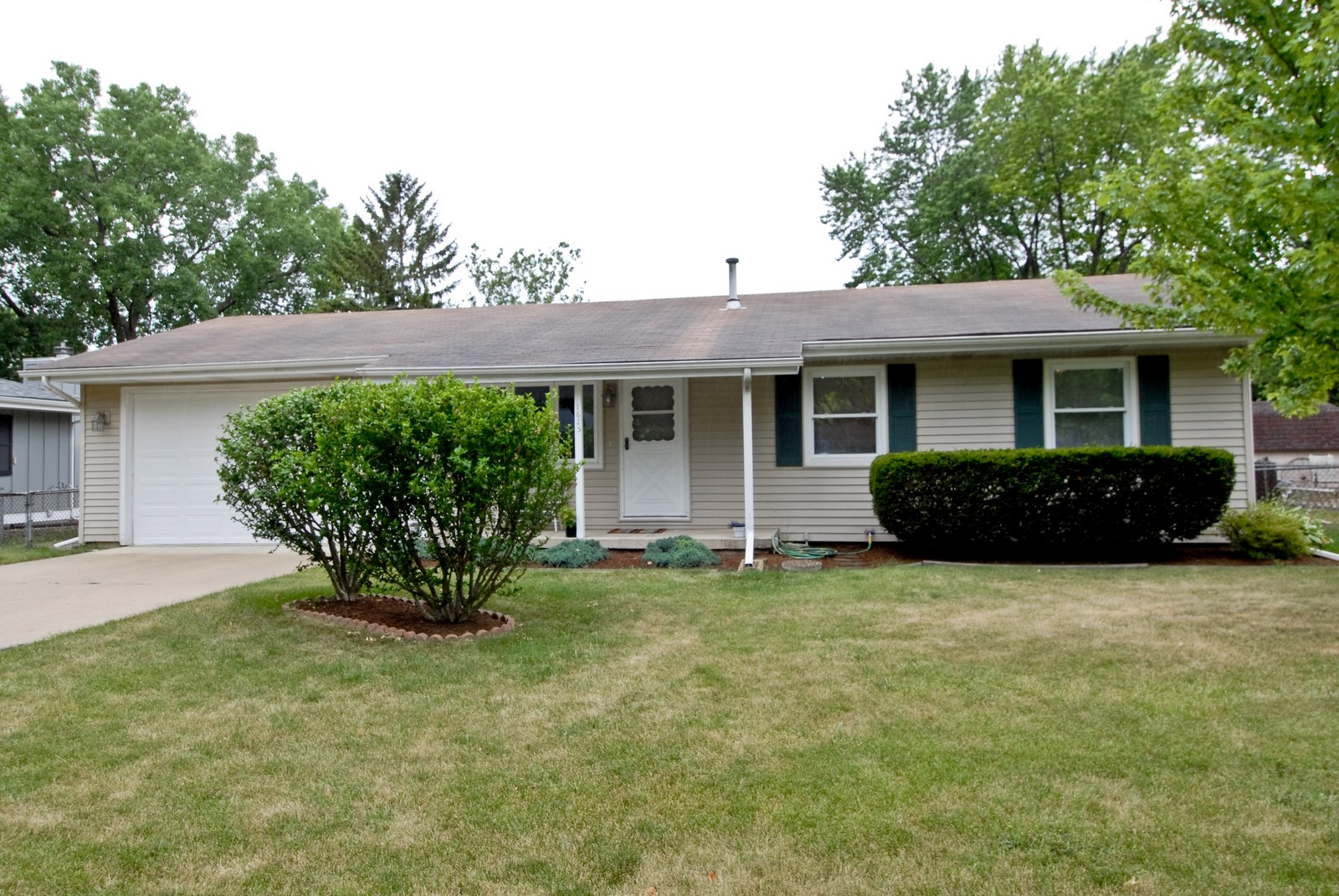 Real Estate Photography - 1625 Lucylle, St Charles, IL, 60174 - Front View