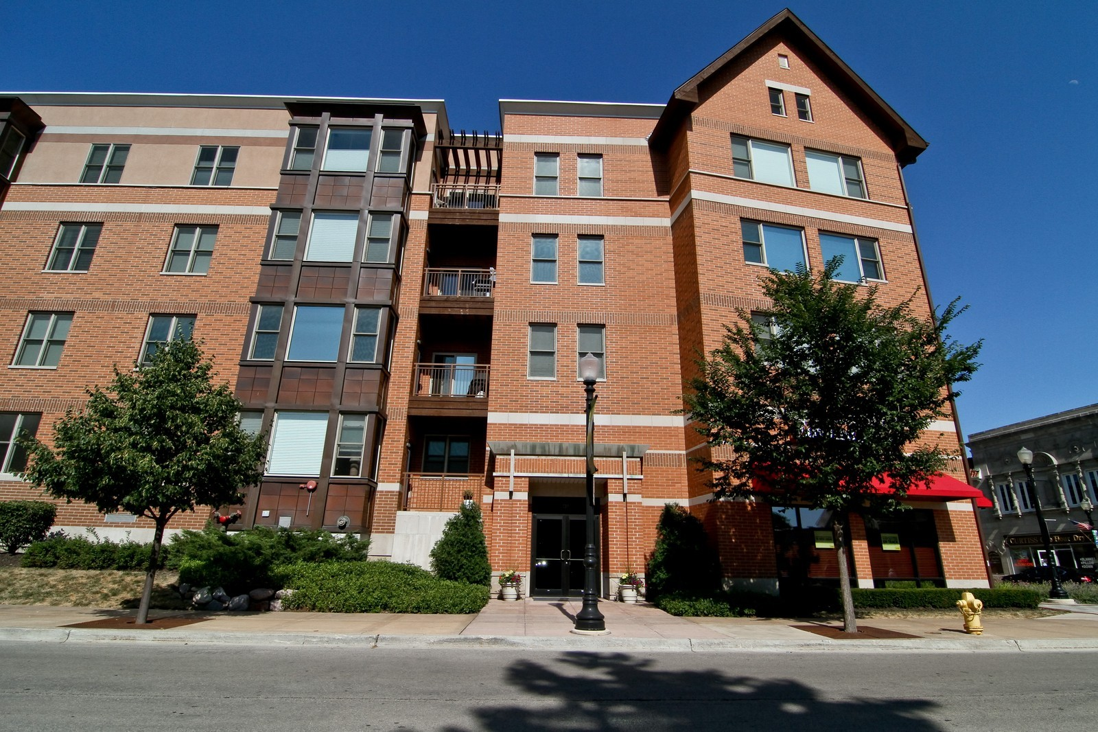 Real Estate Photography - 930 Curtiss, Unit 109, Downers Grove, IL, 60515 - Front View
