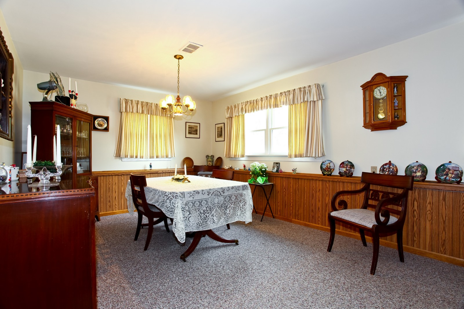 Real Estate Photography - 1620 Oak, St Charles, IL, 60174 - Dining Room