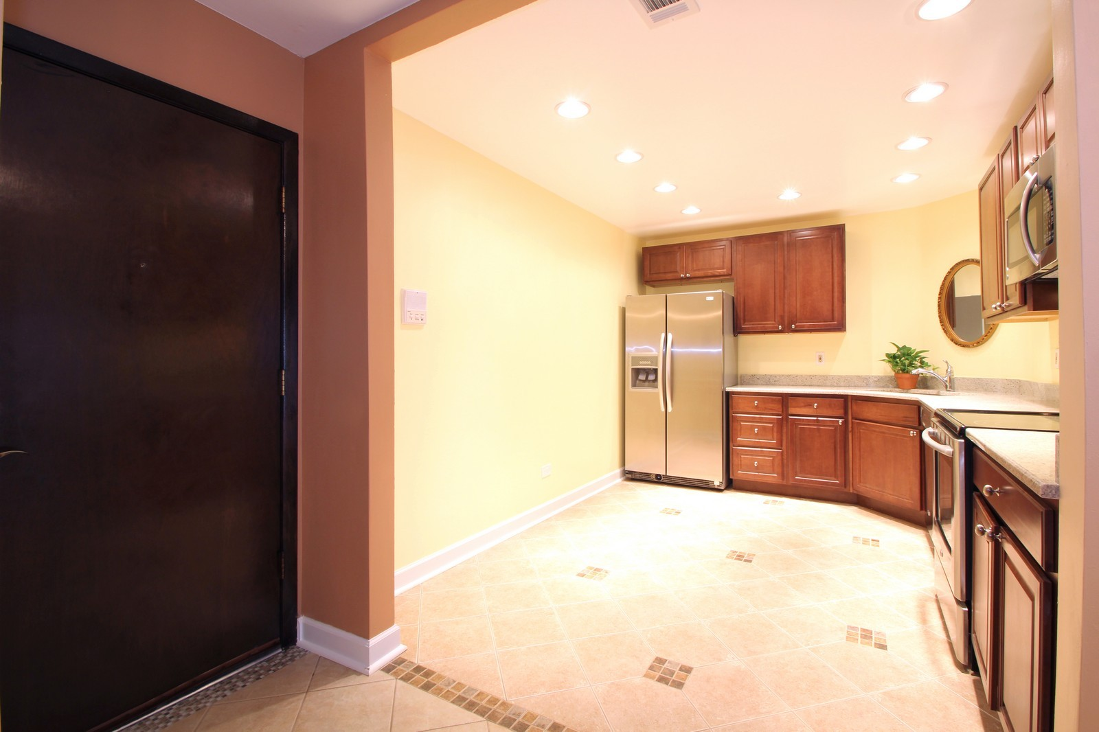 Real Estate Photography - 7525 W Lawrence, Unit 503, Harwood Heights, IL, 60706 - Entryway