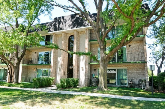 Front View photograph of 9200 S Pulaski Unit 2E Oak Lawn Illinois 60453