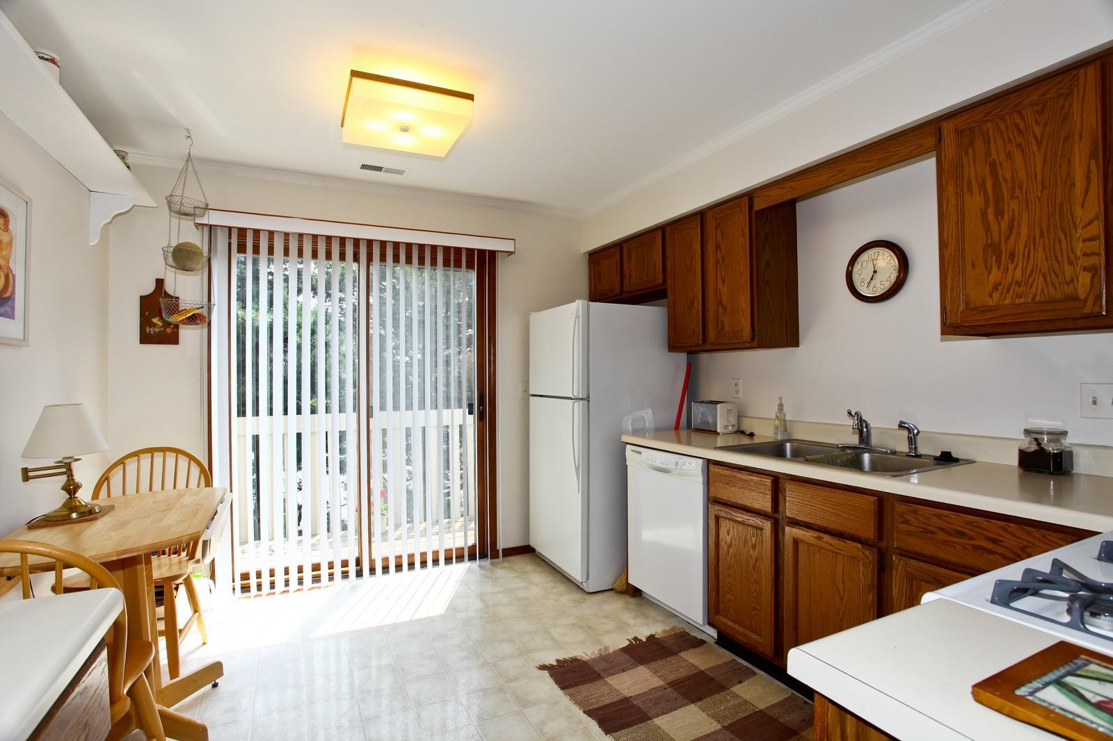 Real Estate Photography - 114 Millington, Unit 114, Saint Charles, IL, 60174 - Kitchen