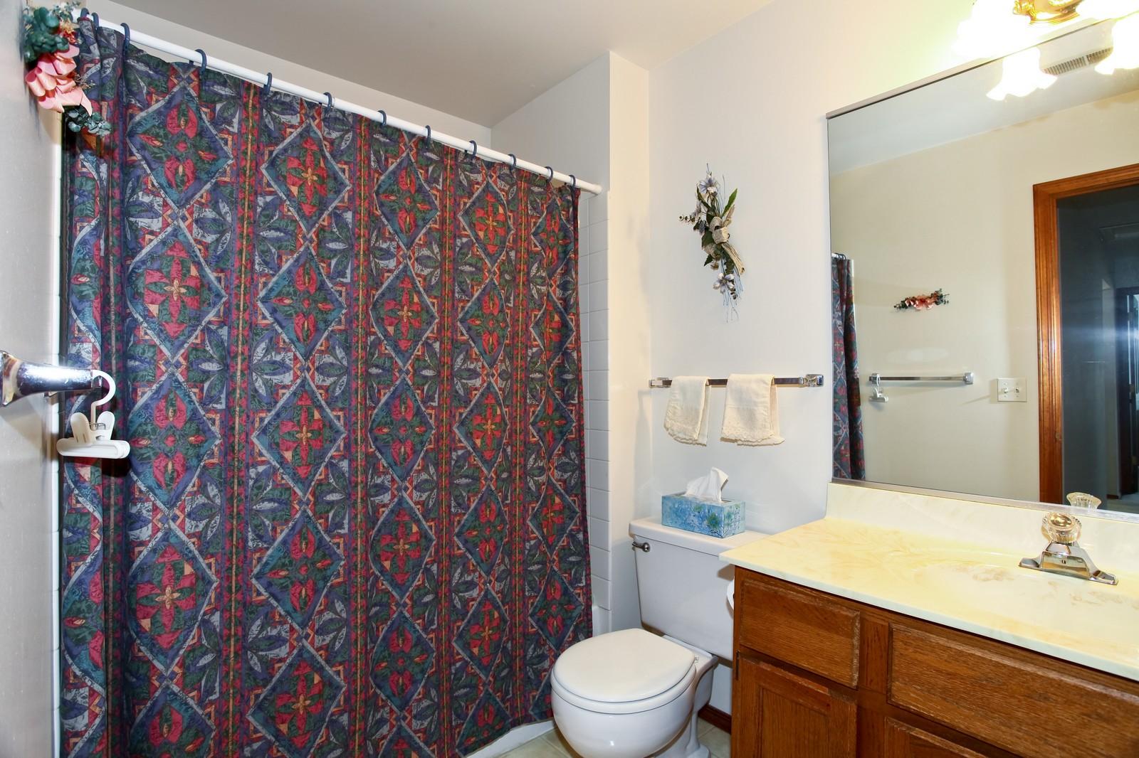Real Estate Photography - 114 Millington, Unit 114, Saint Charles, IL, 60174 - Bathroom