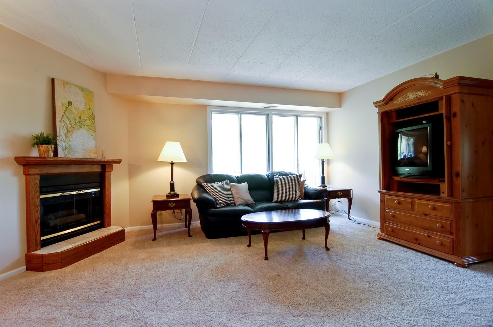 Real Estate Photography - 466 S President, Unit 204, Carol Stream, IL, 60188 - Living Room