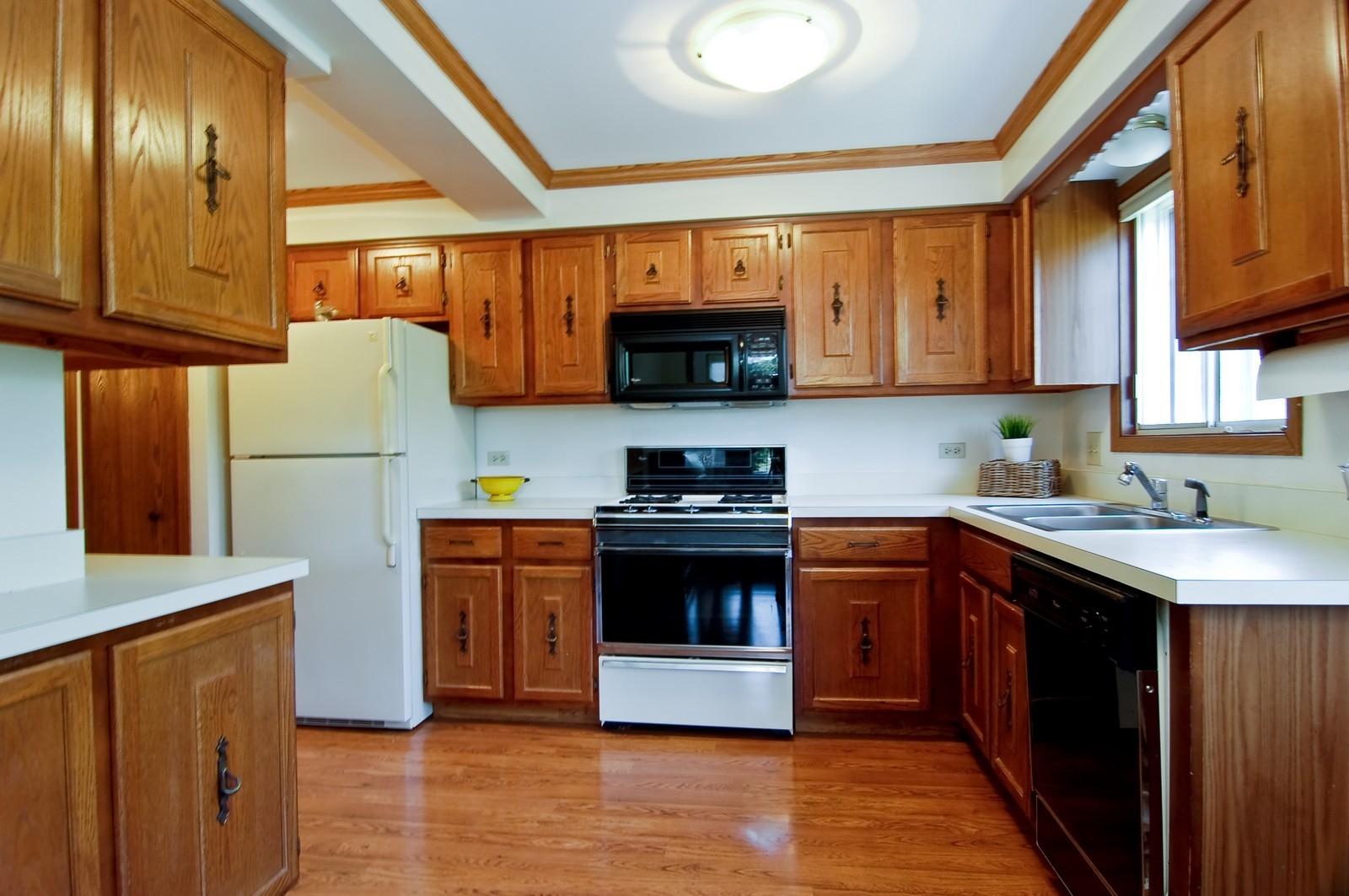 Real Estate Photography - 466 S President, Unit 204, Carol Stream, IL, 60188 - Kitchen