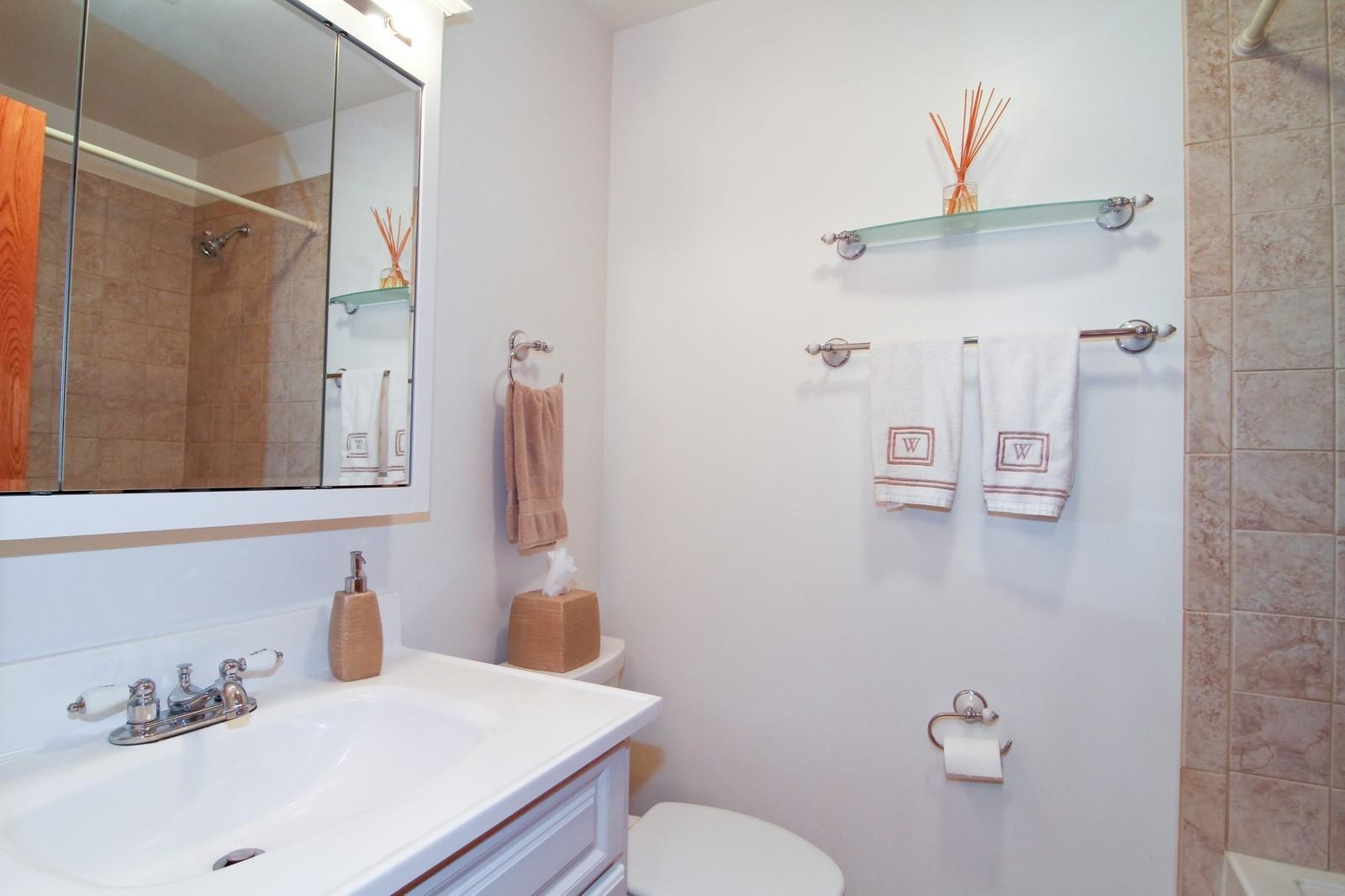 Real Estate Photography - 89 N Ott, Glen Ellyn, IL, 60137 - Hall Bath
