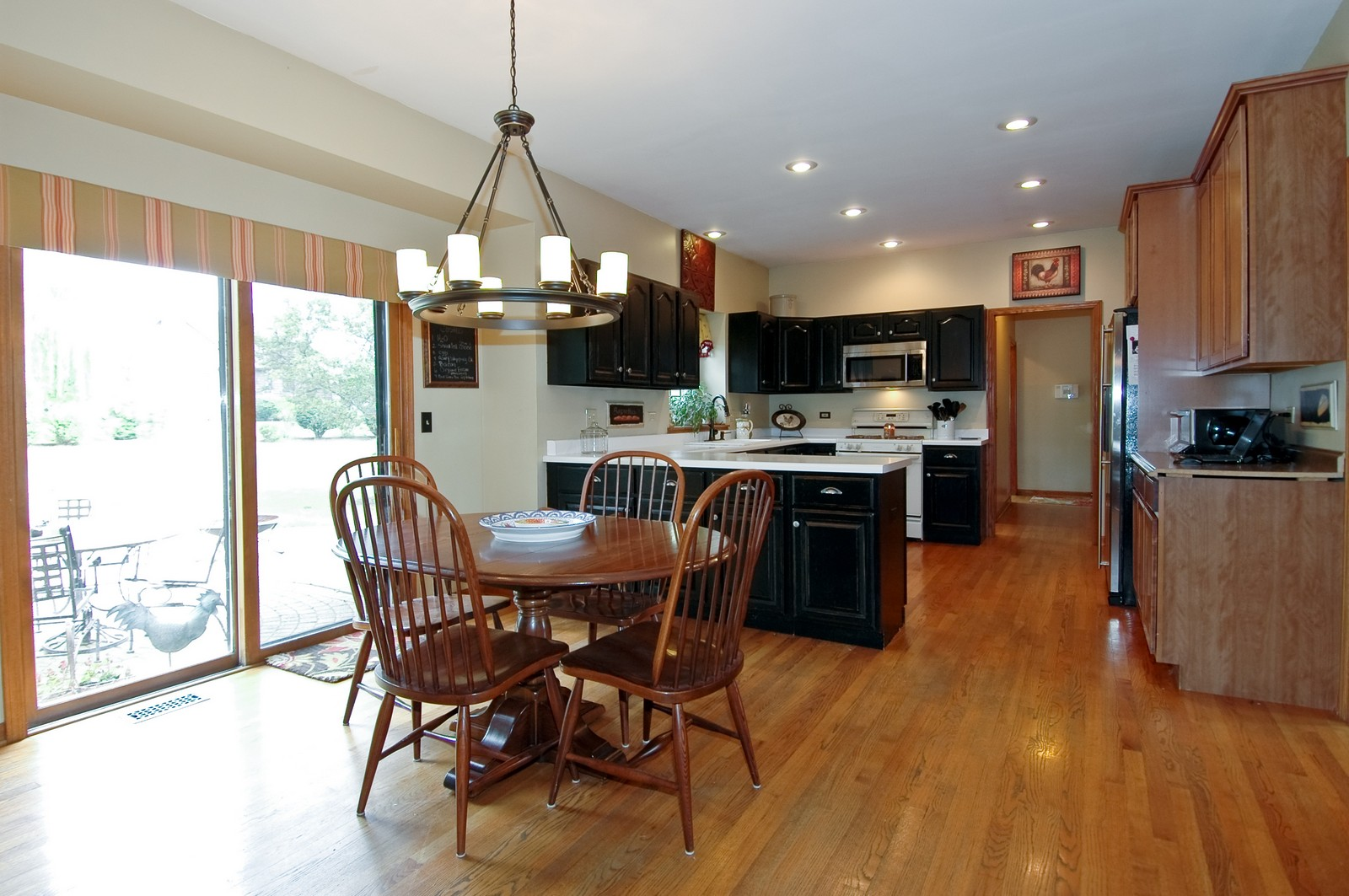 Real Estate Photography - 3500 Persimmon Dr, Algonquin, IL, 60102 - Kitchen