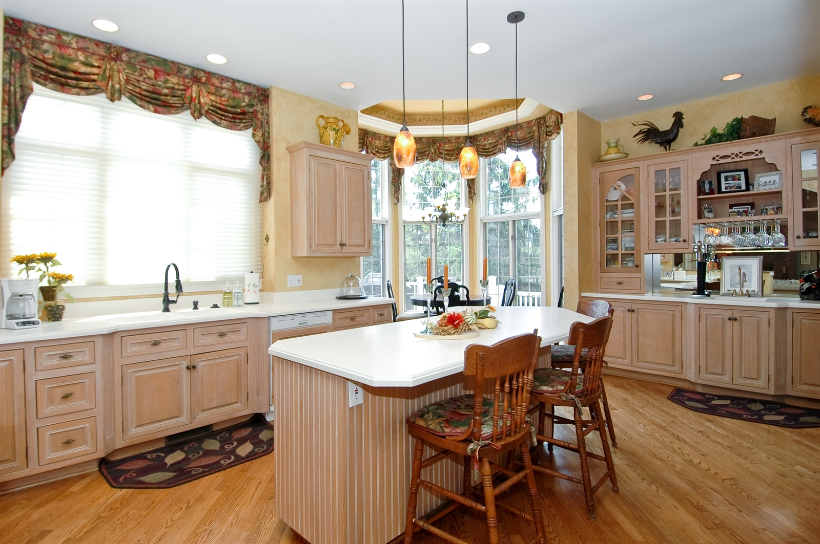 Real Estate Photography - 420 Mason Ln, Lake in the Hills, IL, 60156 - Kitchen