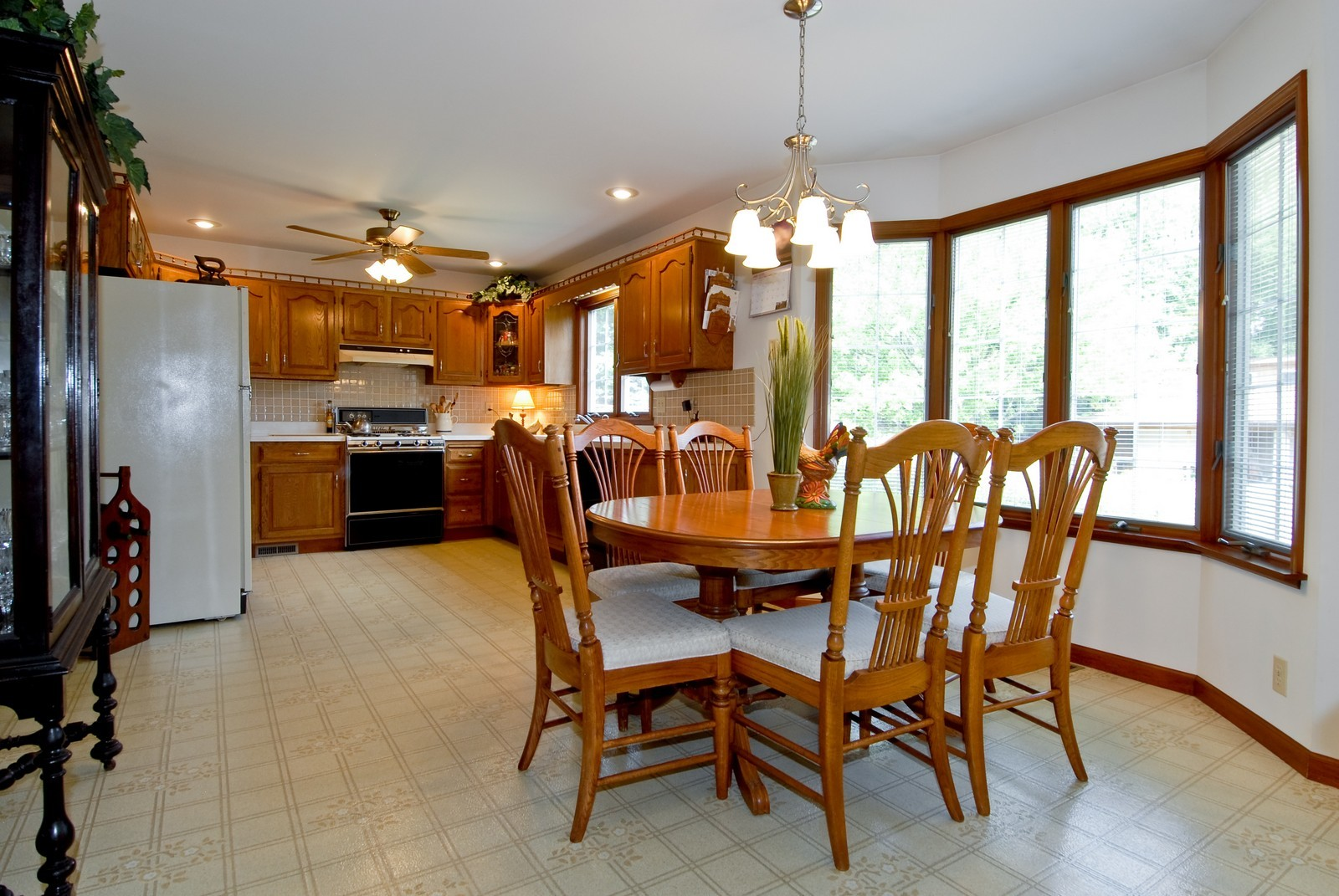 Real Estate Photography - 37W786 McKee St, Batavia, IL, 60510 - Kitchen / Breakfast Room