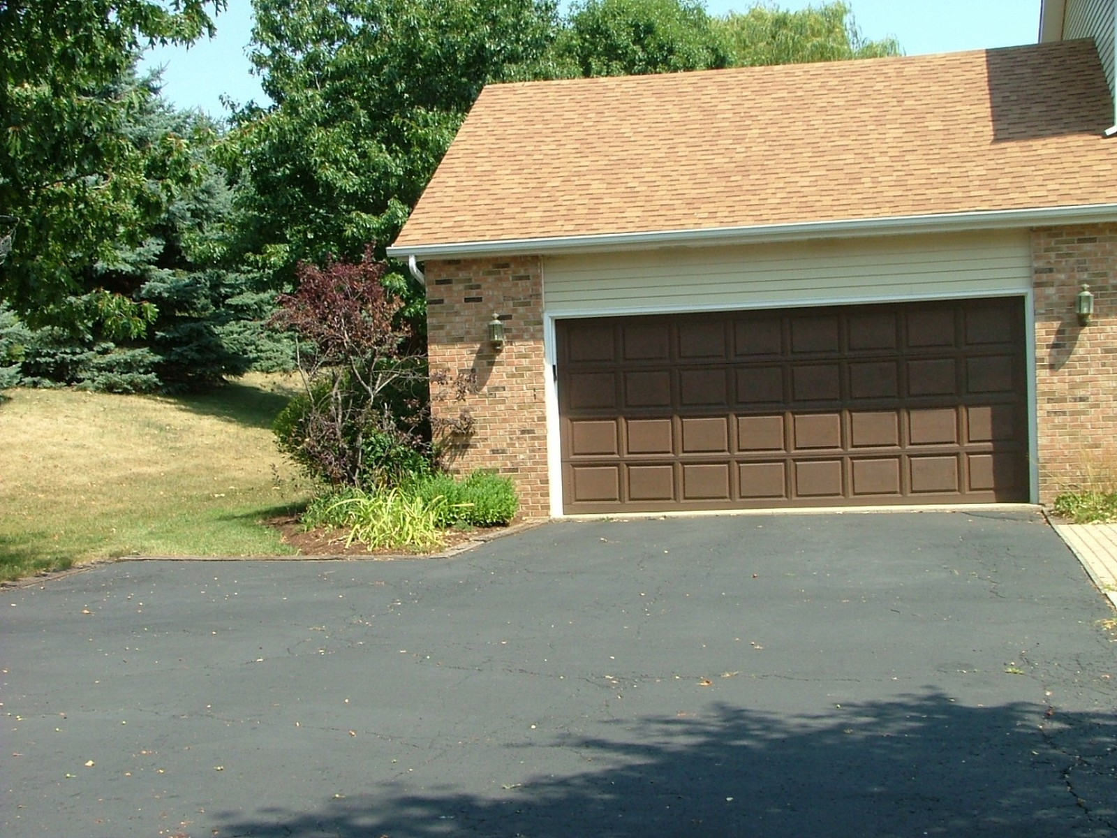 Real Estate Photography - 37W786 McKee St, Batavia, IL, 60510 - Driveway