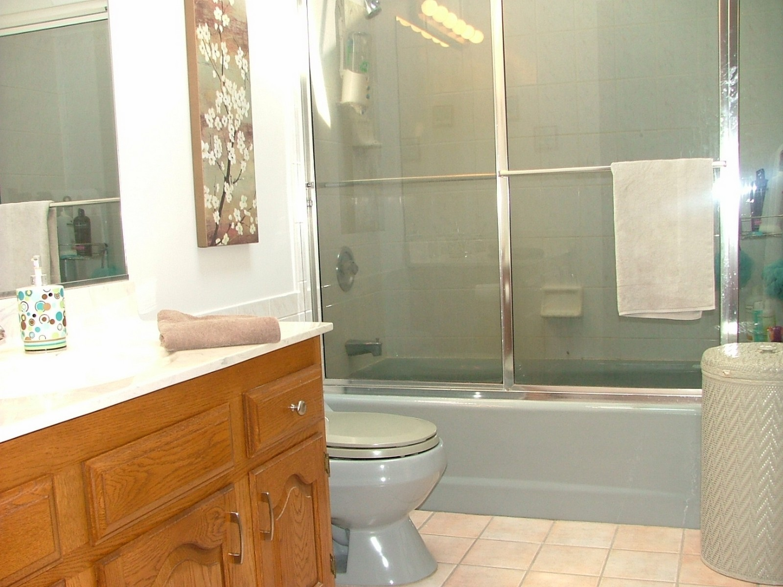 Real Estate Photography - 37W786 McKee St, Batavia, IL, 60510 - 2nd floor hall bathroom