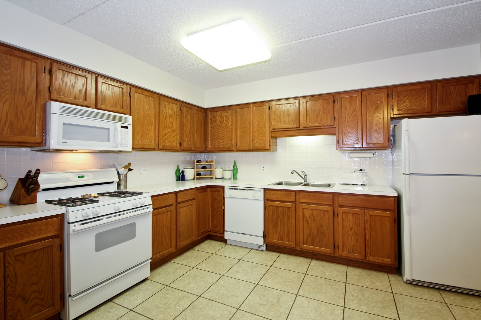 Real Estate Photography - 5340 N Lowell Ave, Unit 206, Chicago, IL, 60630 - Kitchen