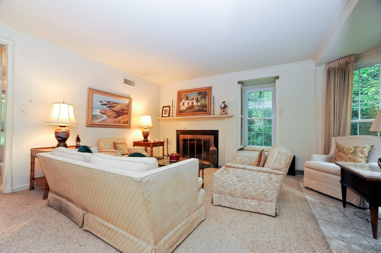 Real Estate Photography - 220 Braeburn Ave, Highland Park, IL, 60035 - Living Room