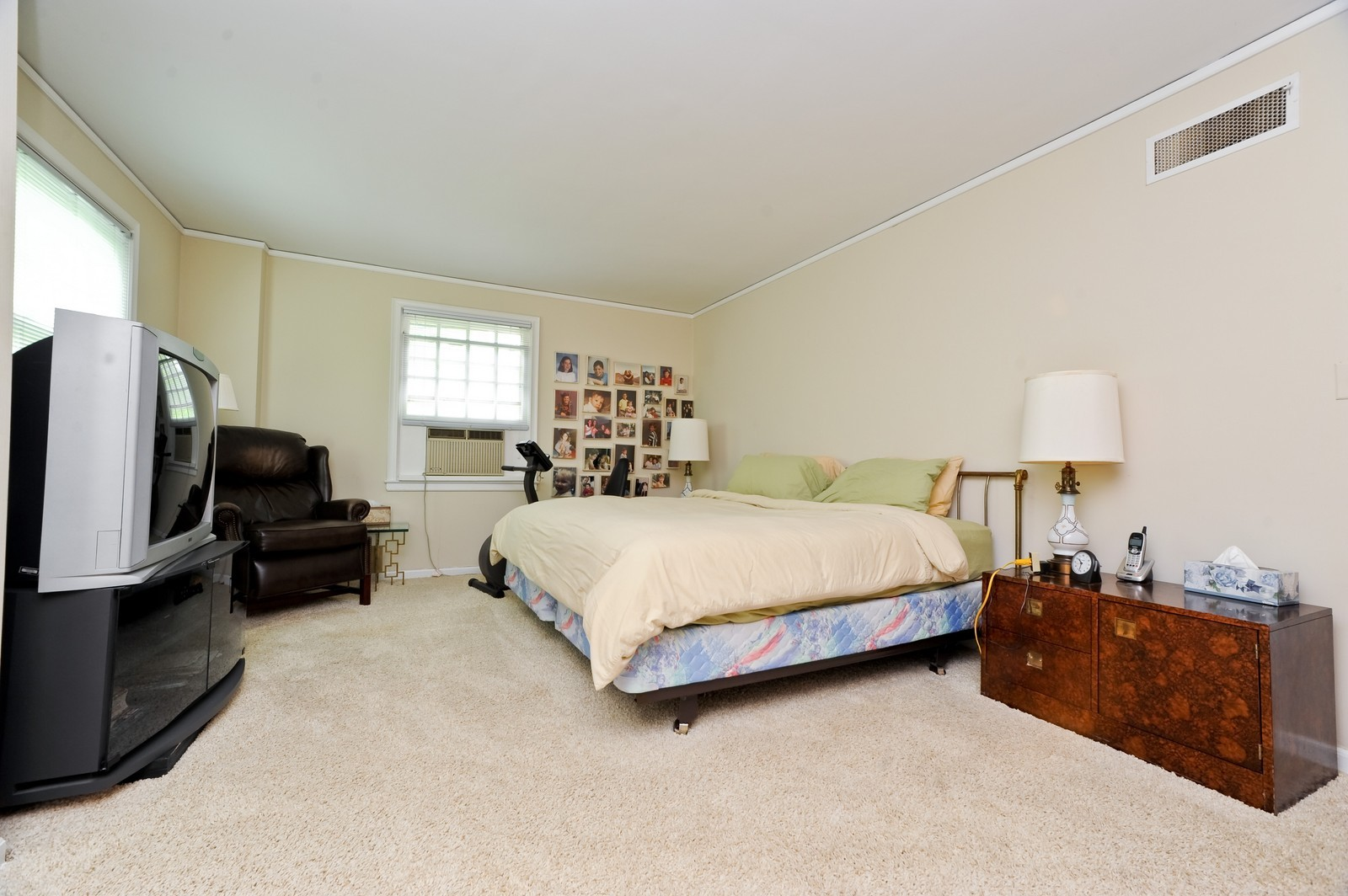 Real Estate Photography - 220 Braeburn Ave, Highland Park, IL, 60035 - Master Bedroom