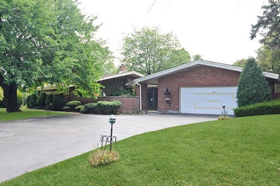 Front View photograph of 390 Meadow Dr Palatine Illinois 60067