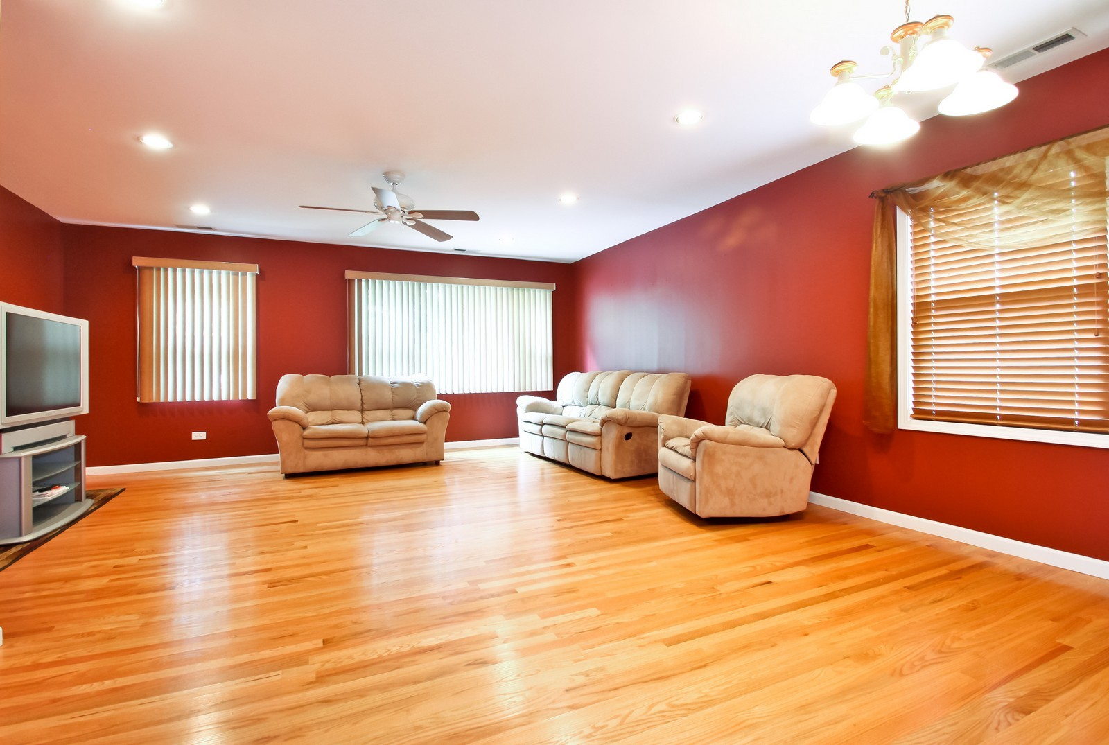 Real Estate Photography - 6071 N Caldwell, Chicago, IL, 60646 - Family Room