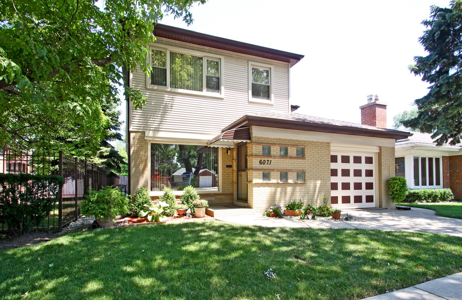 Real Estate Photography - 6071 N Caldwell, Chicago, IL, 60646 - Front View