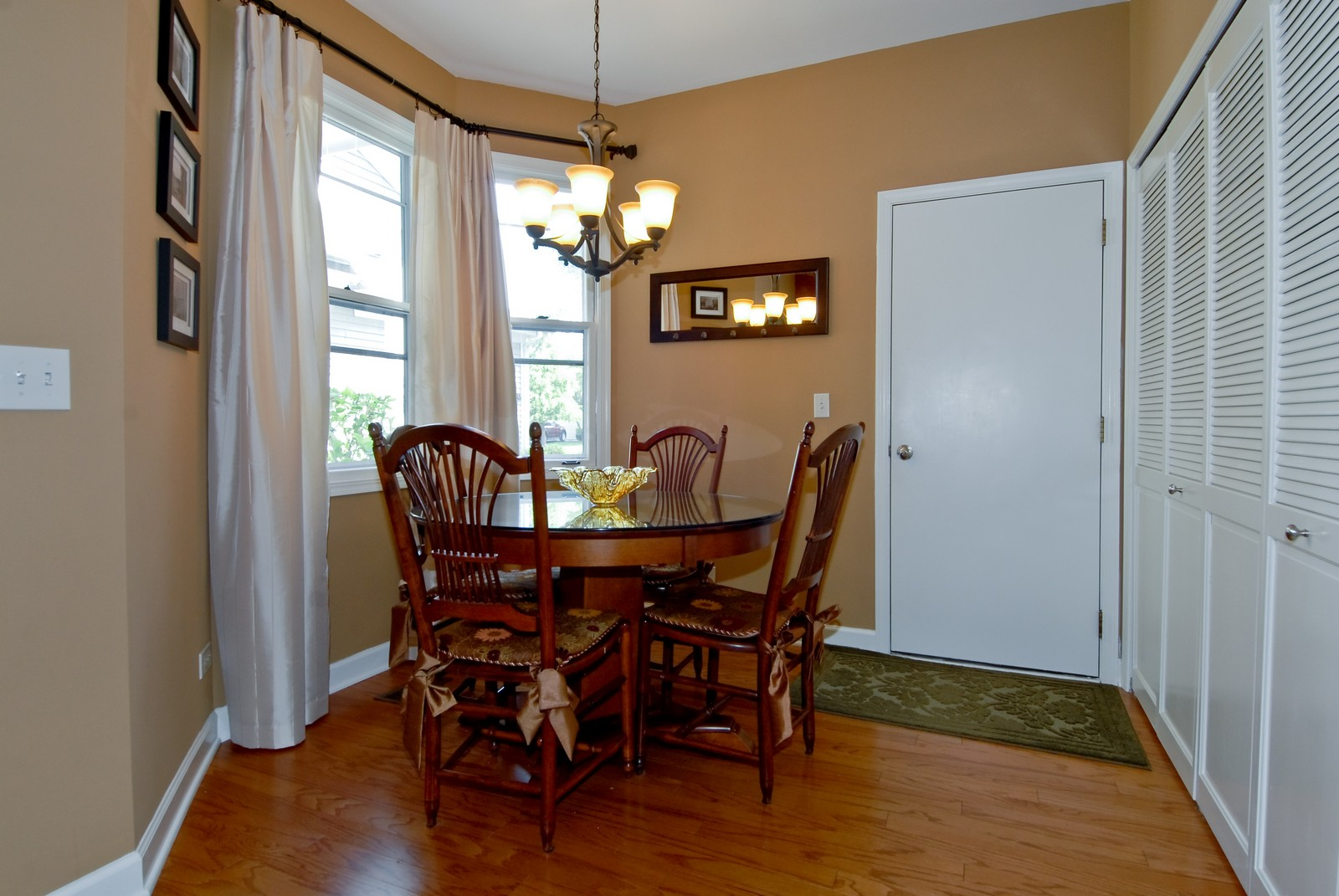 Real Estate Photography - 1222 Rhodes Ln, Naperville, IL, 60540 - Breakfast Nook