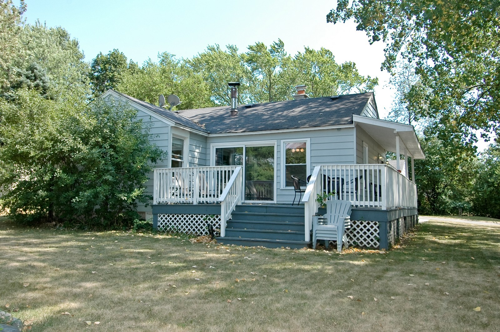 Real Estate Photography - 314 Crystal Lake Road, Lake in the Hills, IL, 60156 - Side View