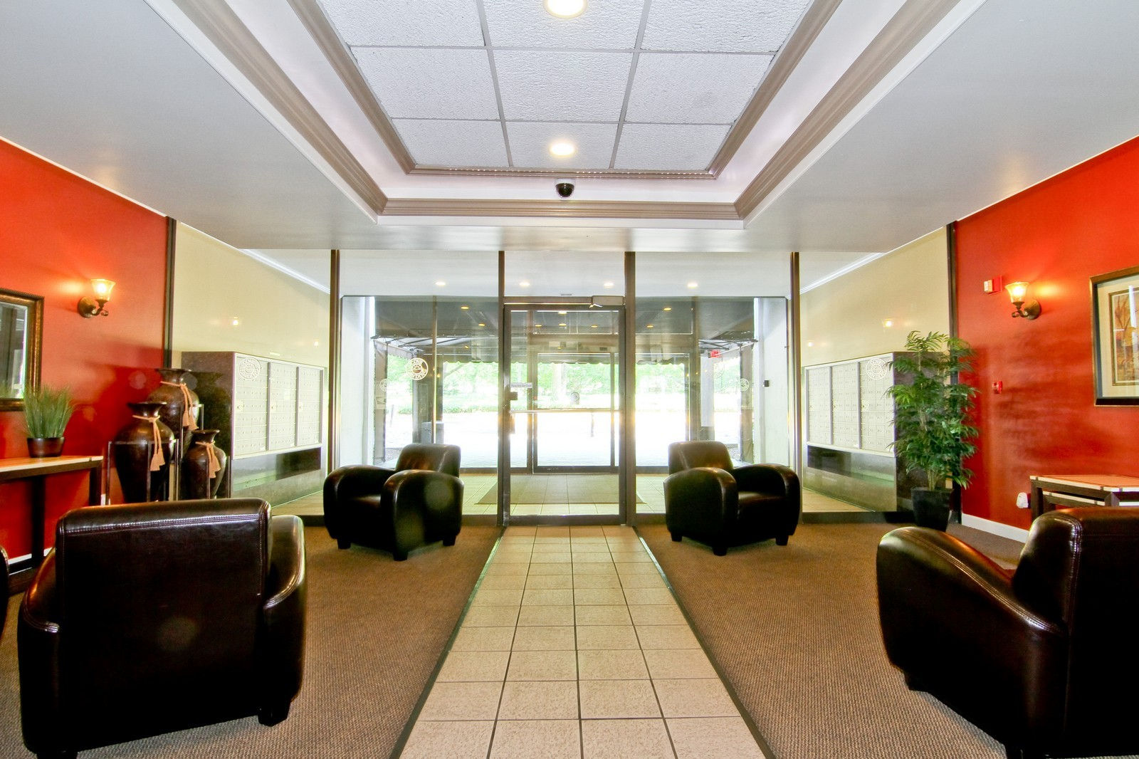 Real Estate Photography - 2015 S Finley Road, Unit 506, Lombard, IL, 60148 - Lobby