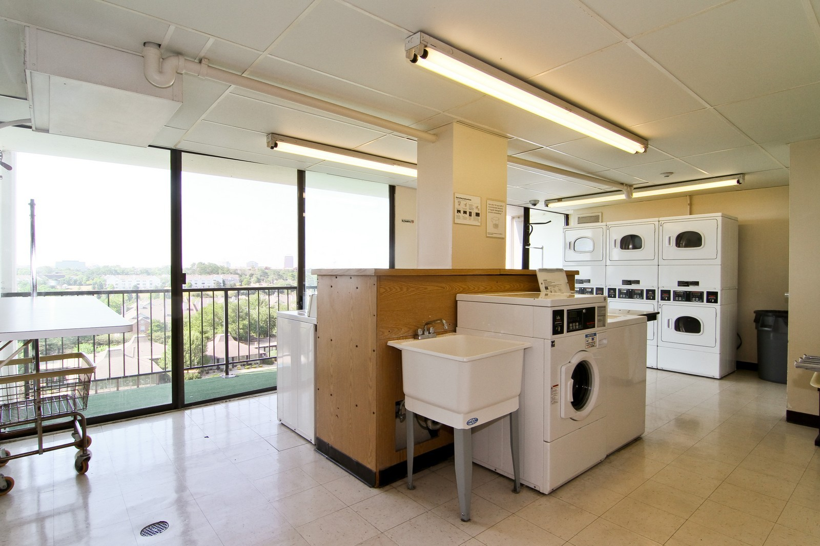 Real Estate Photography - 2015 S Finley Road, Unit 506, Lombard, IL, 60148 - Laundry Room