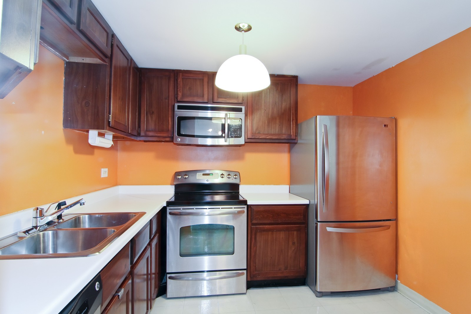 Real Estate Photography - 2015 S Finley Road, Unit 506, Lombard, IL, 60148 - Kitchen