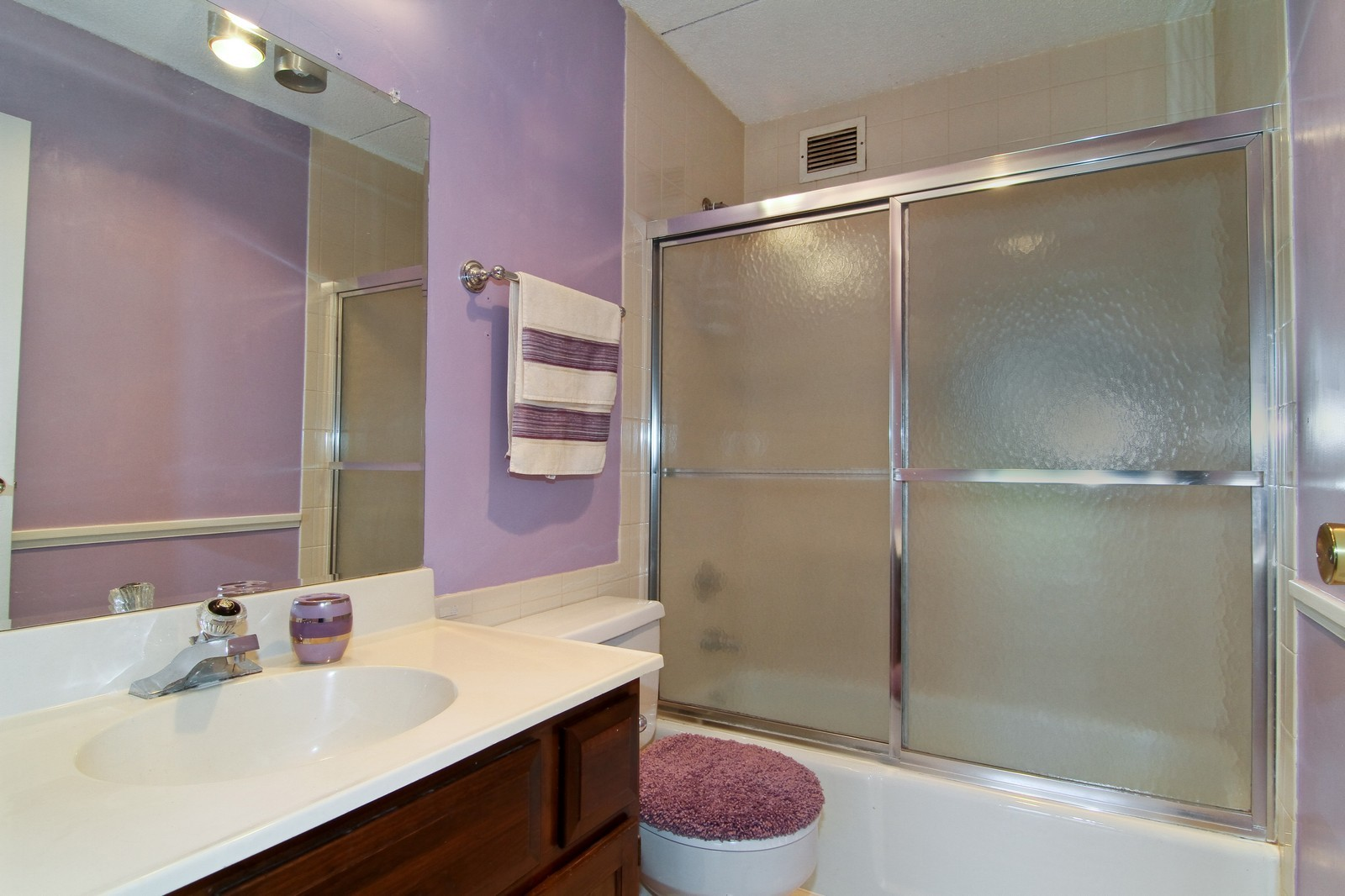 Real Estate Photography - 2015 S Finley Road, Unit 506, Lombard, IL, 60148 - Bathroom