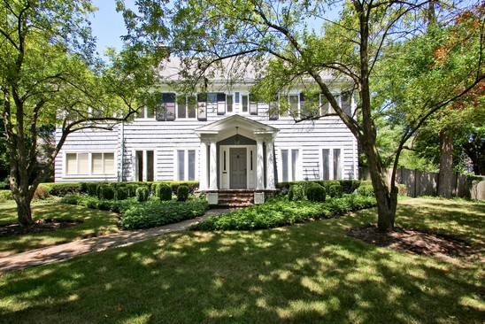 Front View photograph of 349 Hawthorn Ln Winnetka Illinois 60093