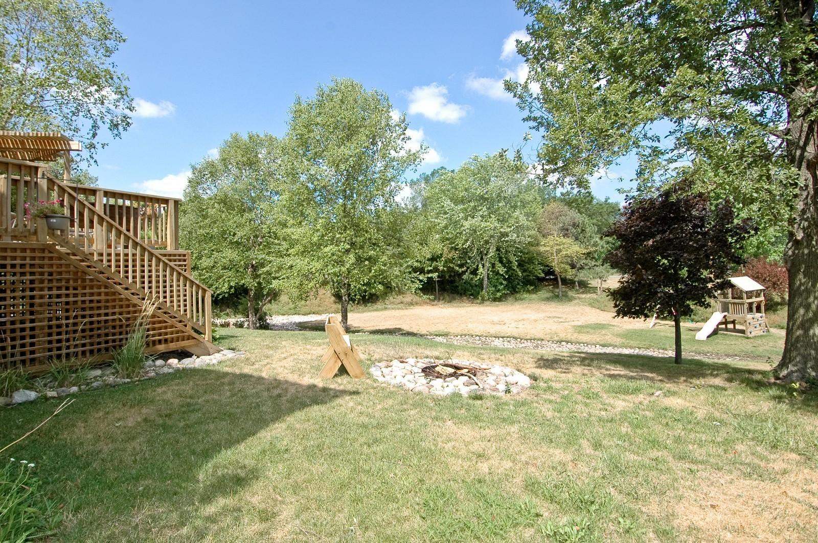 Real Estate Photography - 1604 Stockton Ln, Crystal Lake, IL, 60014 - Back Yard