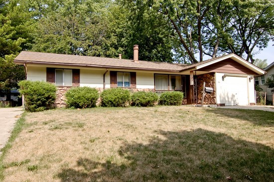 Front View photograph of 1516 Somerset Ln Schaumburg Illinois 60193