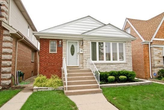 Front View photograph of 3226 N Nottingham Chicago Illinois 60634