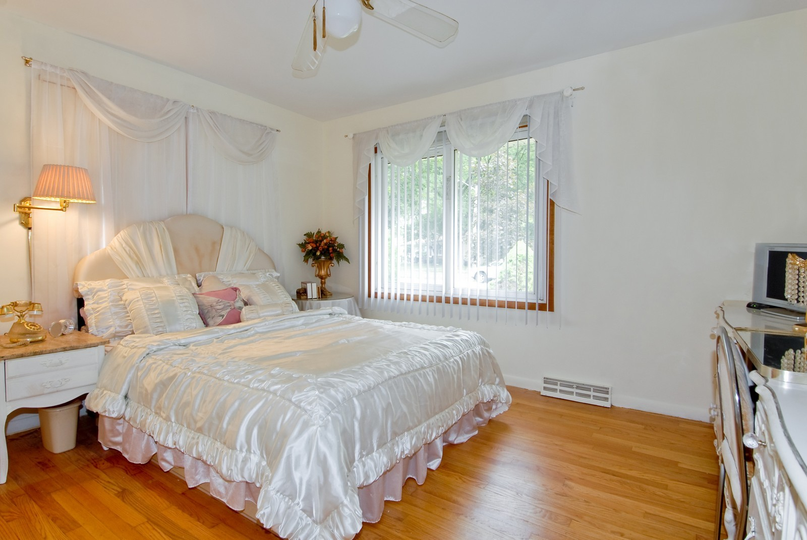 Real Estate Photography - 1733 Pleasant Ave, St Charles, IL, 60174 - Master Bedroom