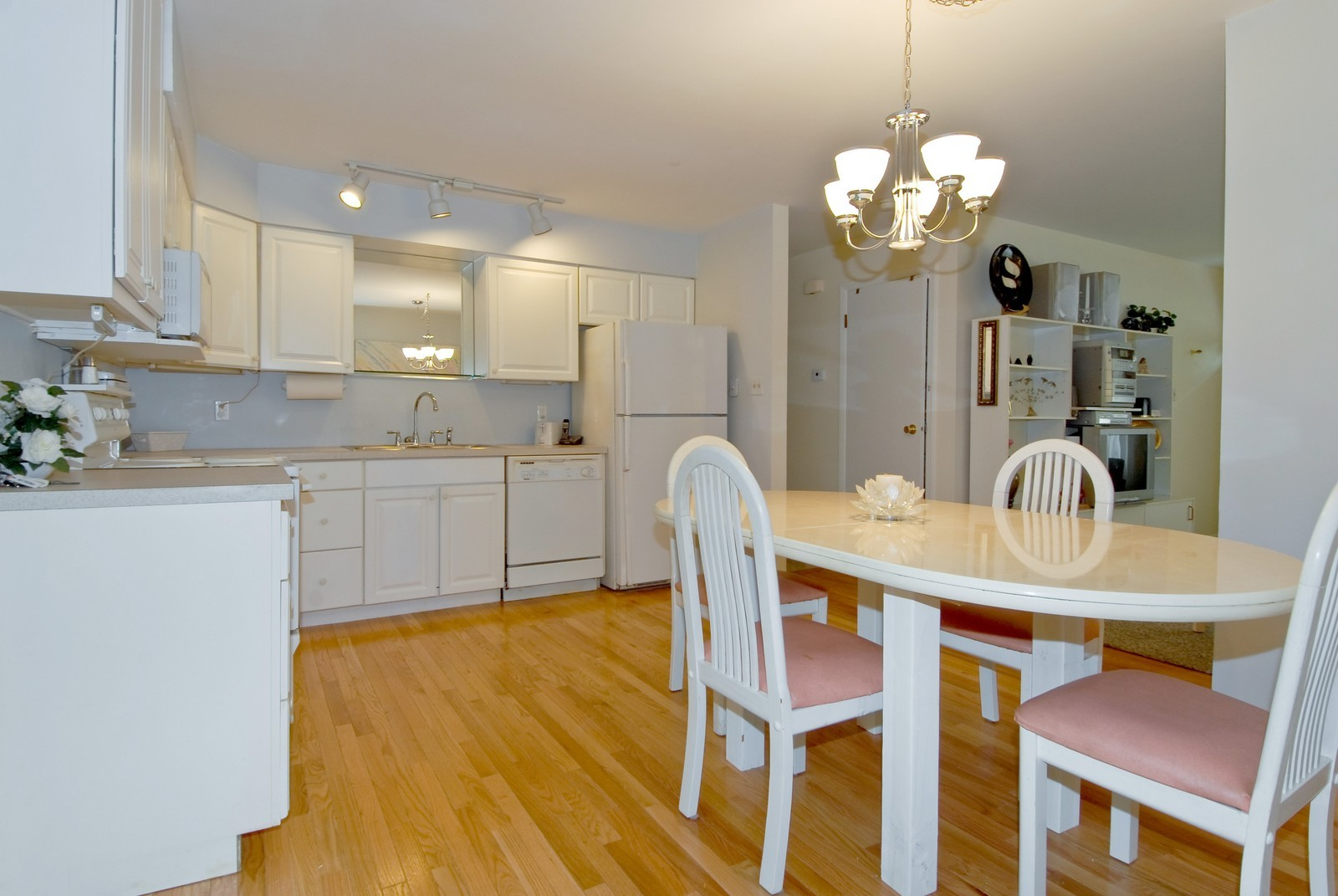 Real Estate Photography - 1733 Pleasant Ave, St Charles, IL, 60174 - Kitchen / Breakfast Room