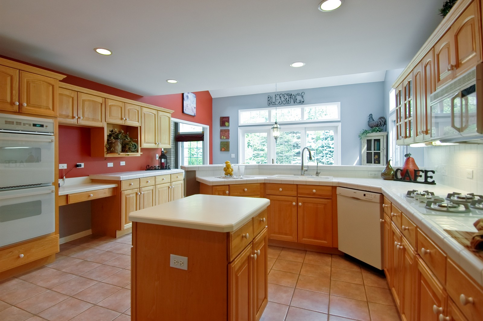 Real Estate Photography - 721 Goldenrod Ct, Crystal Lake, IL, 60014 - Kitchen