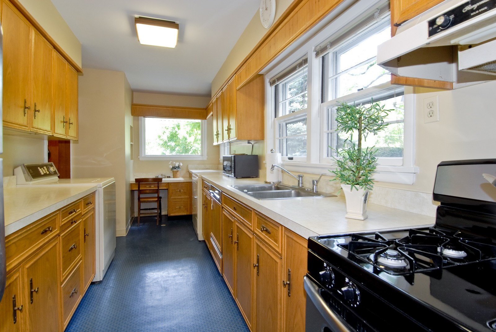 Real Estate Photography - 525 S McKinley St, St Charles, IL, 60174 - Kitchen