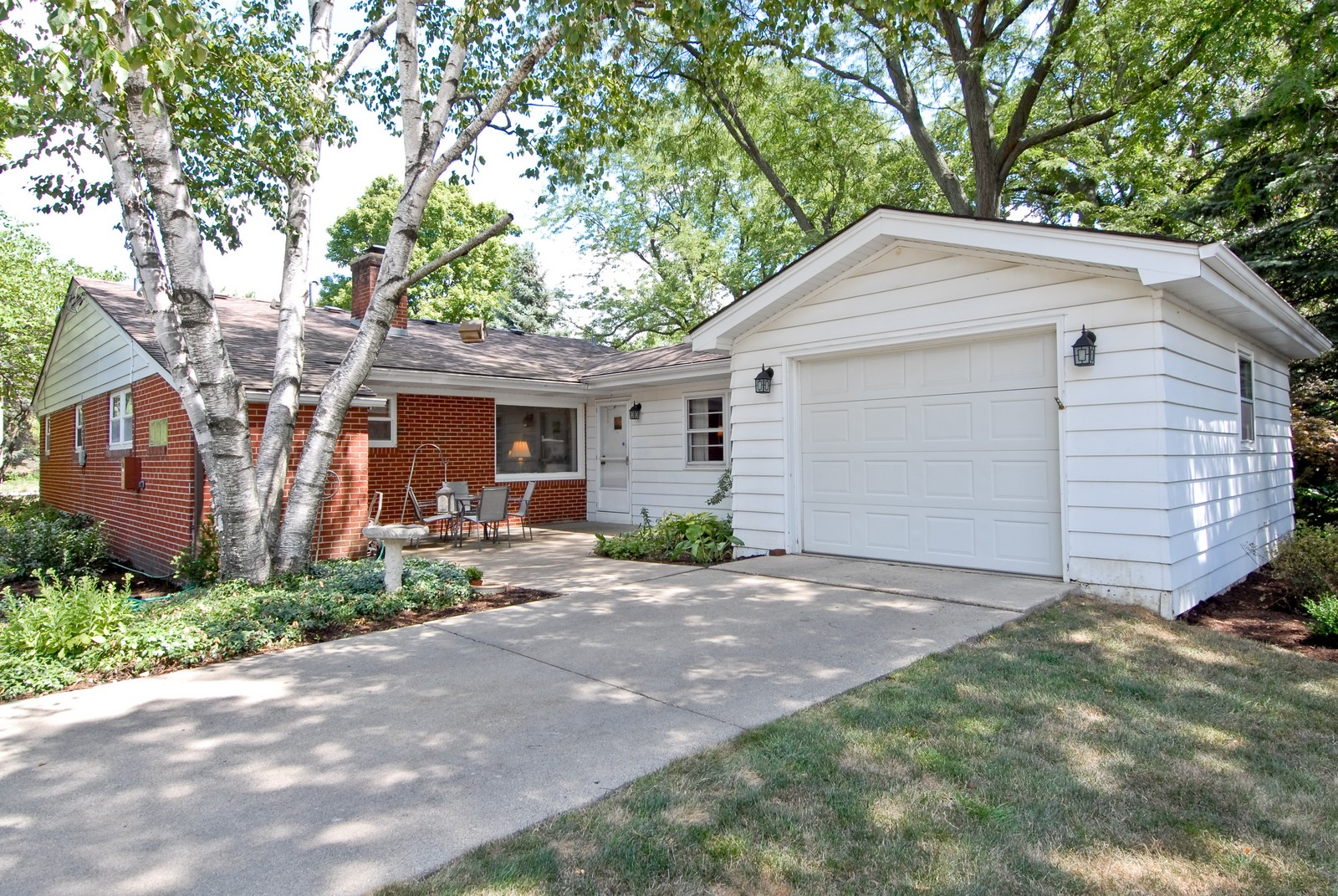 Real Estate Photography - 525 S McKinley St, St Charles, IL, 60174 - Side View