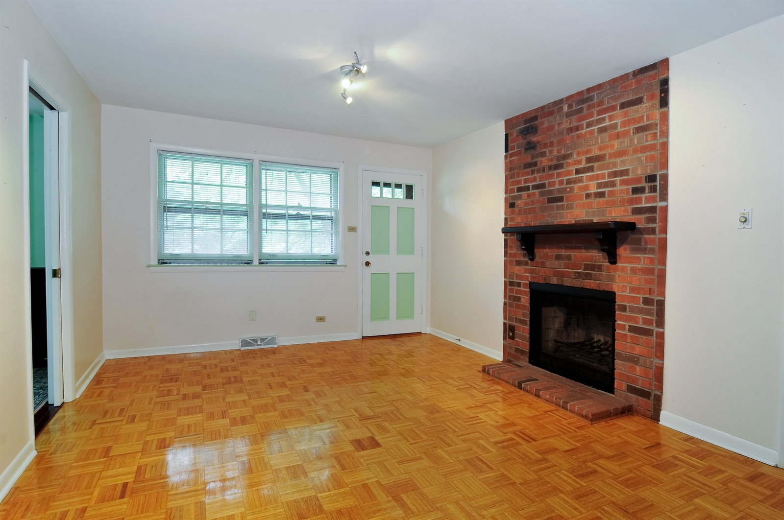 Real Estate Photography - 20716 Greenwood Dr, Olympia Fields, IL, 60461 - Family Room