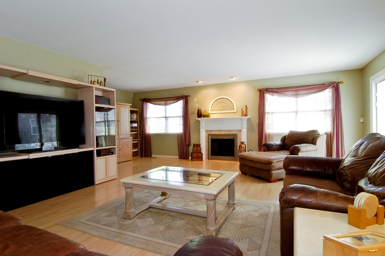 Real Estate Photography - 315 Kensington, Streamwood, IL, 60107 - Family Room