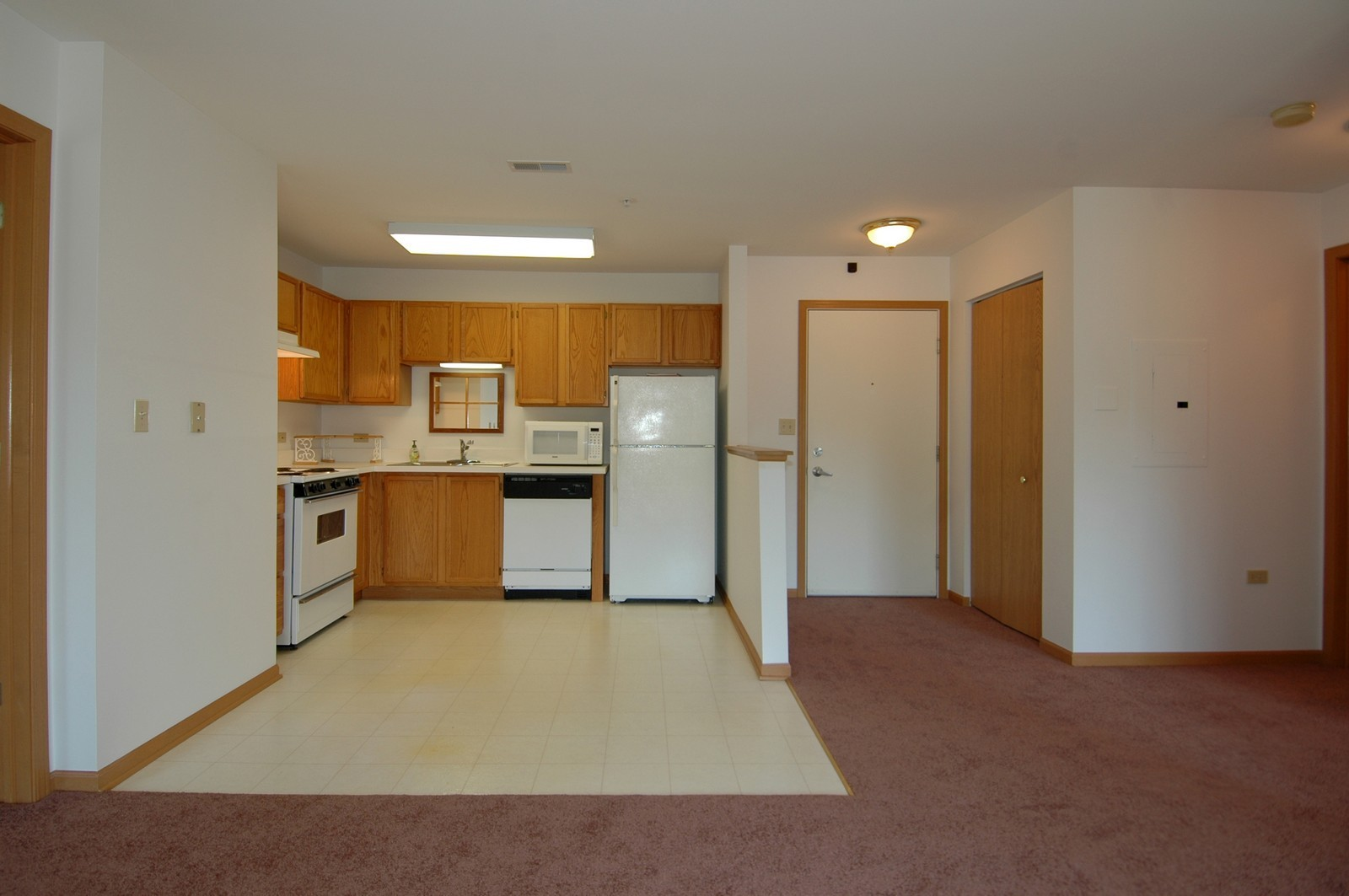 Real Estate Photography - 605 Barrington Ave, Unit 216, East Dundee, IL, 60118 - Kitchen / Breakfast Room