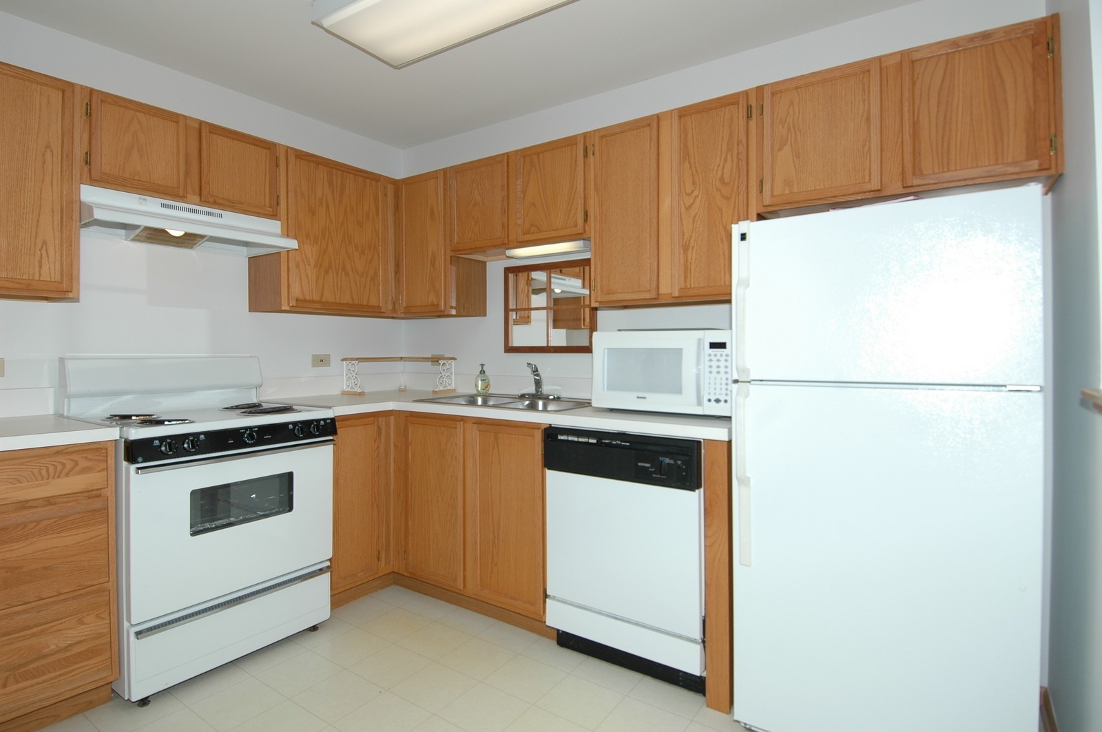 Real Estate Photography - 605 Barrington Ave, Unit 216, East Dundee, IL, 60118 - Kitchen