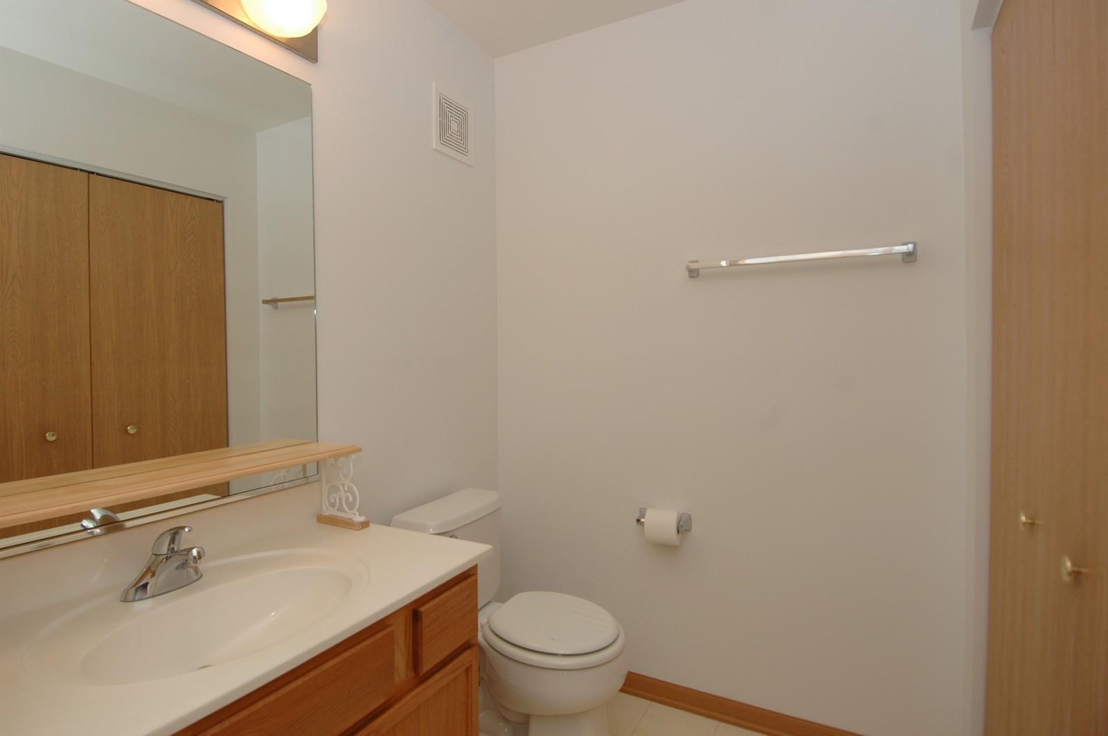 Real Estate Photography - 605 Barrington Ave, Unit 216, East Dundee, IL, 60118 - Bathroom